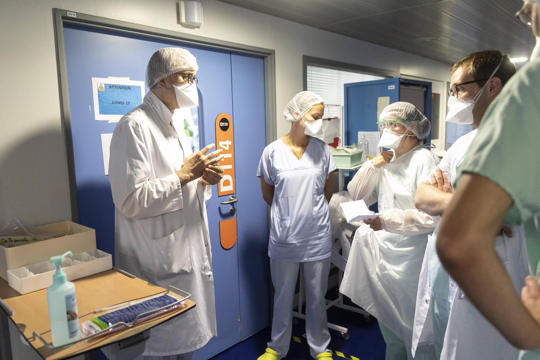 DIRECT. Coronavirus en France: la saturation des hôpitaux inquiète, nouvelles règles en Outre-mer