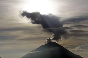 Volcan à Bali: le mont Agung se calme, le niveau d'alerte baisse