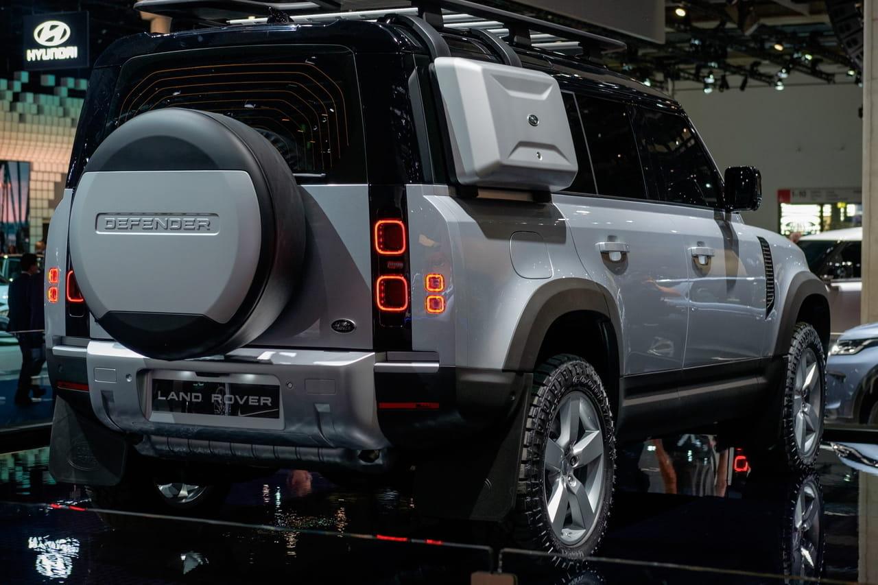 Land Rover Defender: les photos du 4x4au Salon de Francfort [prix]