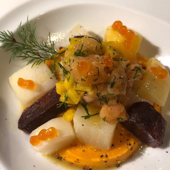 Entrée : MAISON ROUGE  - Legumes oublies  nacres , crème potimarron ,saumon LR ,mangues sauce thaï -