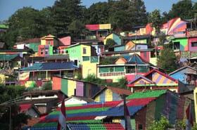 """En Indonésie, le fabuleux destin du """"village arc-en-ciel"""""""