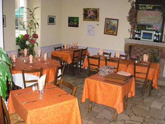 Le Relais Mesvrien  - La salle de restaurant -   © pépé@