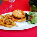Plat : Les Sales Mômes  - Le hamburger frites maison.... -