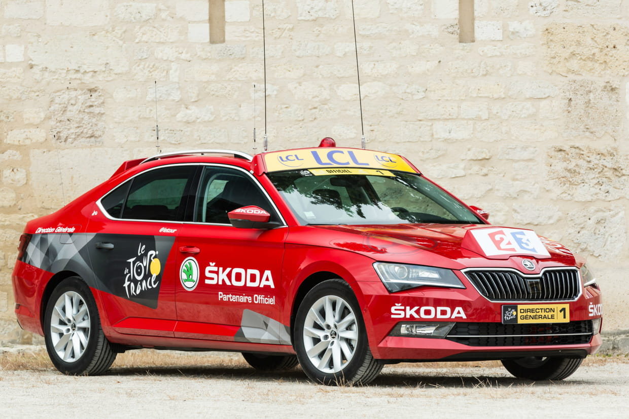 skoda superb entrez dans la voiture du patron du tour de france. Black Bedroom Furniture Sets. Home Design Ideas