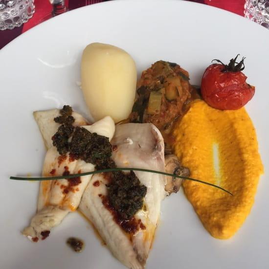 Plat : LE BICORNE  - Poisson sauce vierge, patate, purée de carotte et ratatouille -