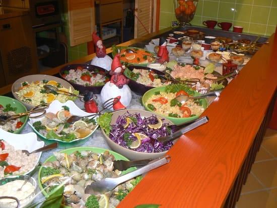 Bar-restaurant-Traiteur Les Pieds dans l'Plat  - buffet du restaurant les pieds dans l'plat -   © page christian