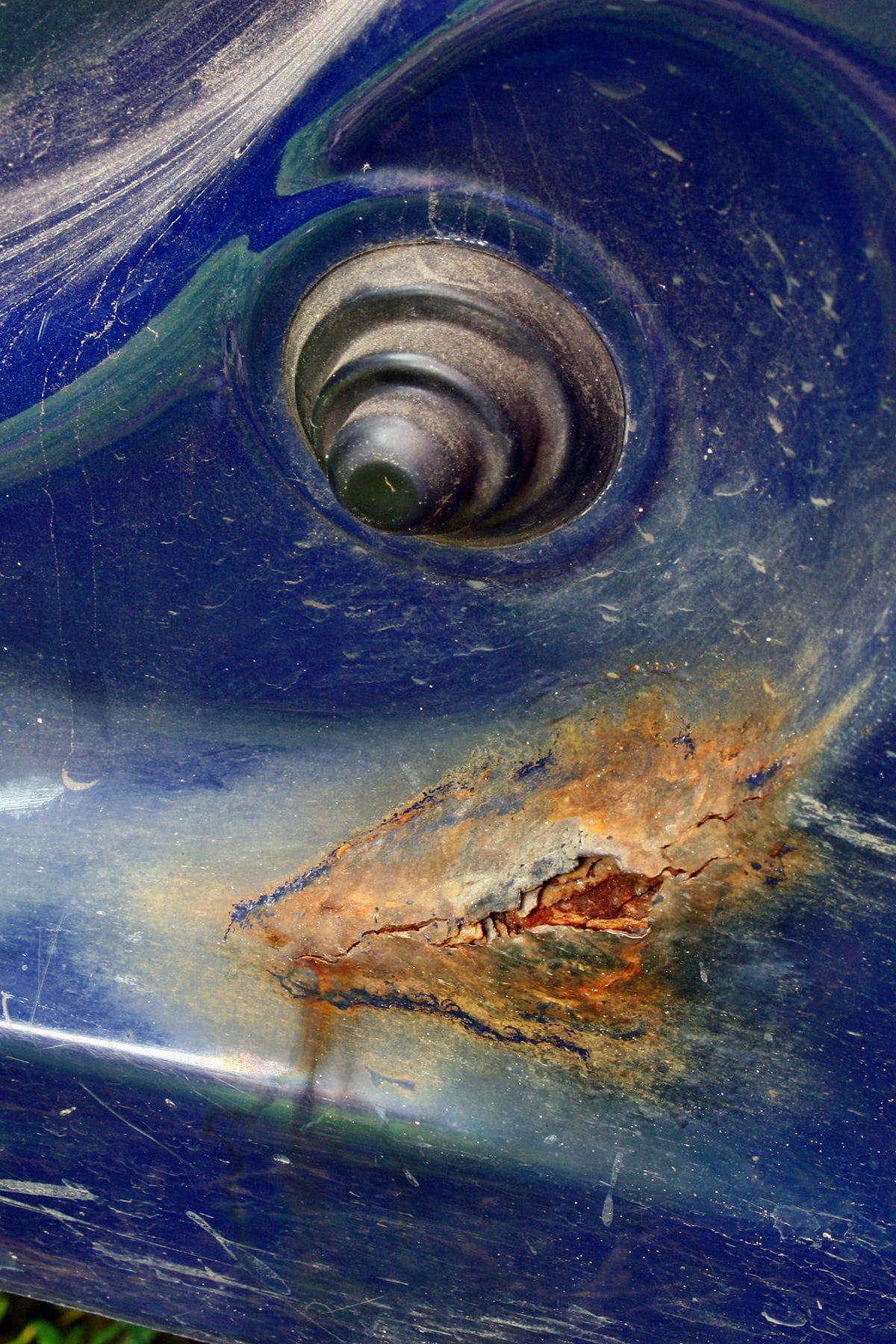 Comment enlever de la rouille sur la carrosserie - Nettoyer rouille sur fonte ...