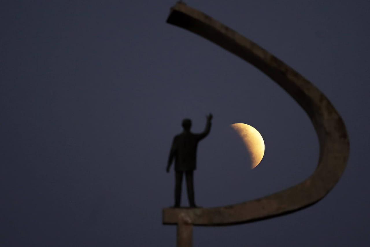 Eclipse de Lune 2019: les plus belles photos de ce mardi 16juillet