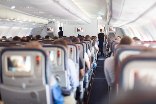 Un passager se déshabille et court tout nu dans l'avion