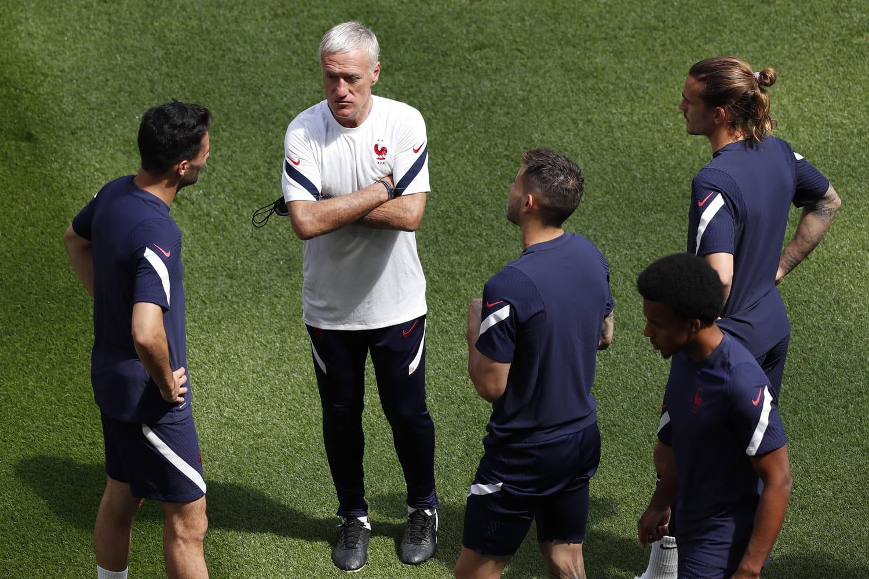 Equipe de France: la composition de Deschamps pour la Hongrie en question