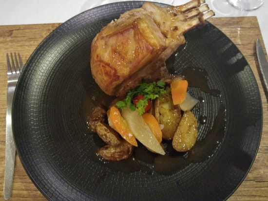 Plat : Le Bistronomique  - carré d'agneau du lancashire roti et son jus -