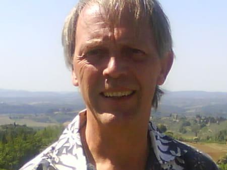Francis Cassé