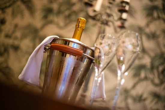 """Restaurant : Le P'tit Louis  - """"Je bois seulement du champagne à deux occasions. Quand je suis amoureuse et quand je ne le suis pas"""" Coco Chanel -   © Marand Nicolas"""