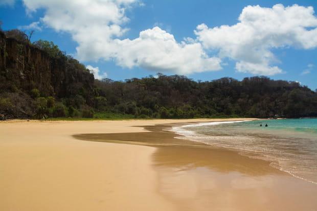 Baia do Sancho, au Brésil
