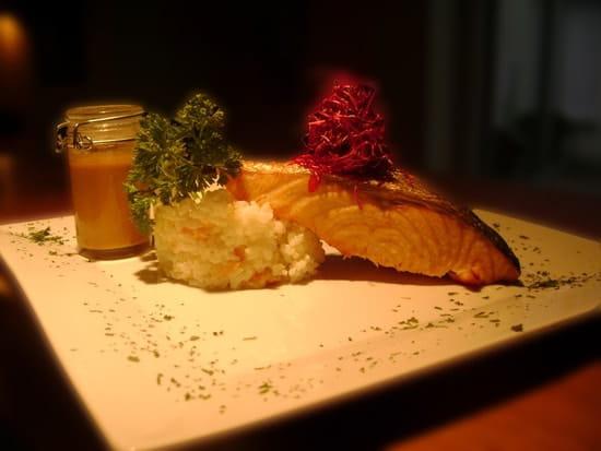 Restaurant de l'Ire les Grillades de Lilie  - saumon rôti au coulis de crustacés -