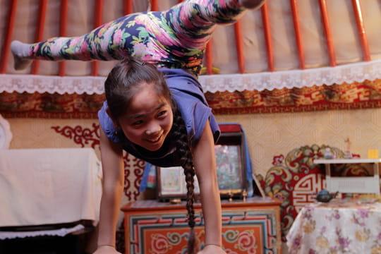 Le Grand Jour : qui est Deegii, la petite fille qui veut devenir contorsionniste ?