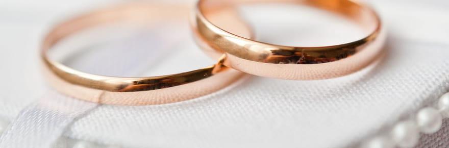 Elle organise un mariage surprise à la mairie, son fiancé dit oui!
