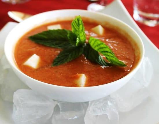 Auberge de la Chèvrerie  - Gaspacho de Tomates à la Menthe et Cubes de Lait de Chèvre -