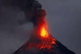 Philippines : l'éruption du volcan Mayon en images