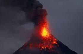 Philippines: l'éruption du volcan Mayon en images