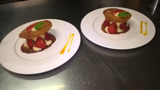, Dessert : Chez Laeticia  - croustillant aux fruits rouges -   © FGV
