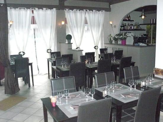 Le Don Camillo  - Vue de la salle et du bar du restaurant Le Don Camillo -