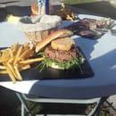 Plat : Aux Bonheurs Landais  - hamburger au foie gras m cuit -   © ouo