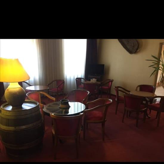 Restaurant : Louis XV  - Petit coin sympa pour prendre l'apéritif  -