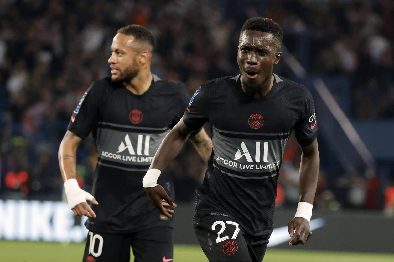 Ligue 1: Paris fait le trou au classement, l'OM a l'arrêt