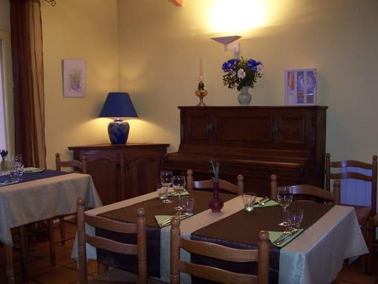 Auberge du Grand Rocher  - détail salle du restaurant -   © Patou