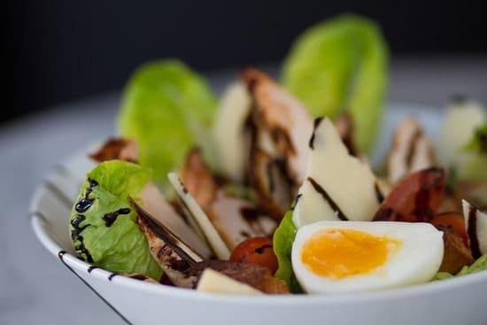 Brown & Baker  - Chicken Caesar Salad -   © Crédit Alexis Paoli