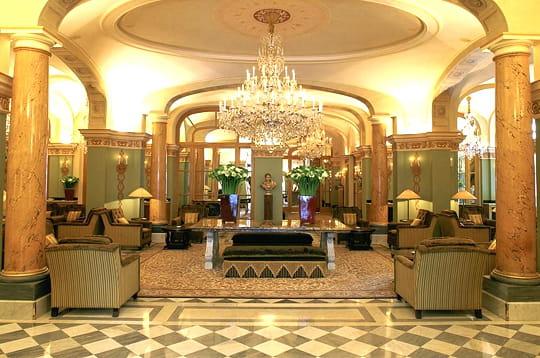 royal monceau un palace aux ench res. Black Bedroom Furniture Sets. Home Design Ideas