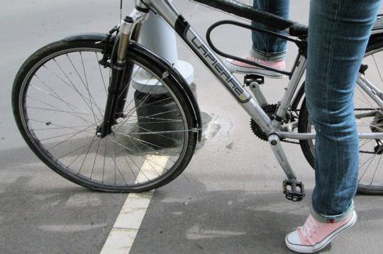 Réparer une roue de vélo crevée