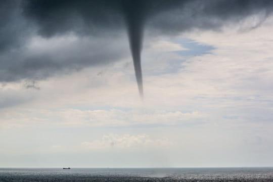Oragesen Corse: des images stupéfiantes, une mini tornade à Bastia