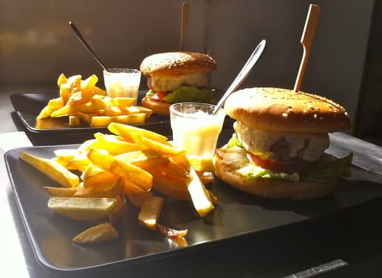 Café de la Gare  - Burger & frites maison -