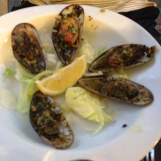 Entrée : La Table  - Entrée menu a 19€90 huîtres et moules gratinées  -