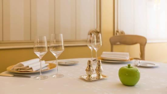 Restaurant : La Pommeraie  - Table de La Pommeraie -   © oui