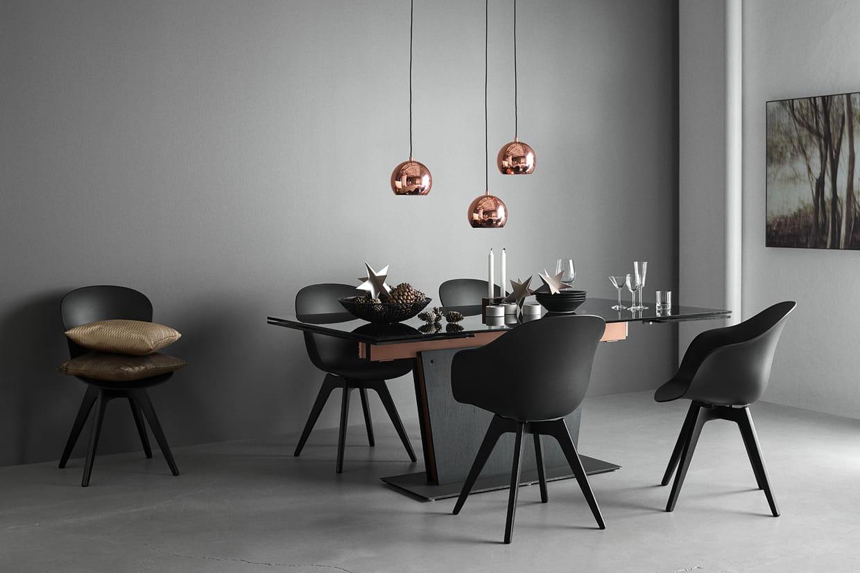 Une table manger design - Combien mesure une table de salle des fetes ...
