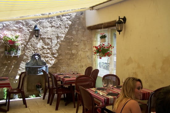 Restaurant le 8  - Terrasse interieur -   © Audy Jérôme