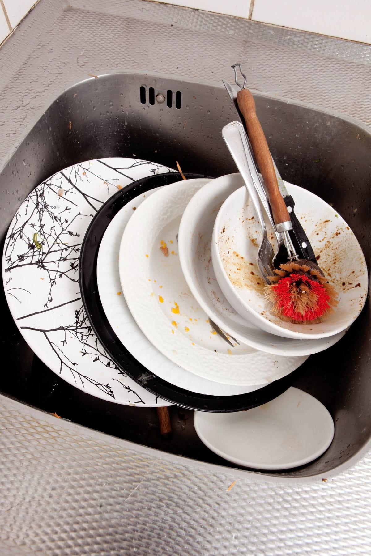 nos astuces pour faire la vaisselle plus vite plus efficacement et plus cologiquement. Black Bedroom Furniture Sets. Home Design Ideas