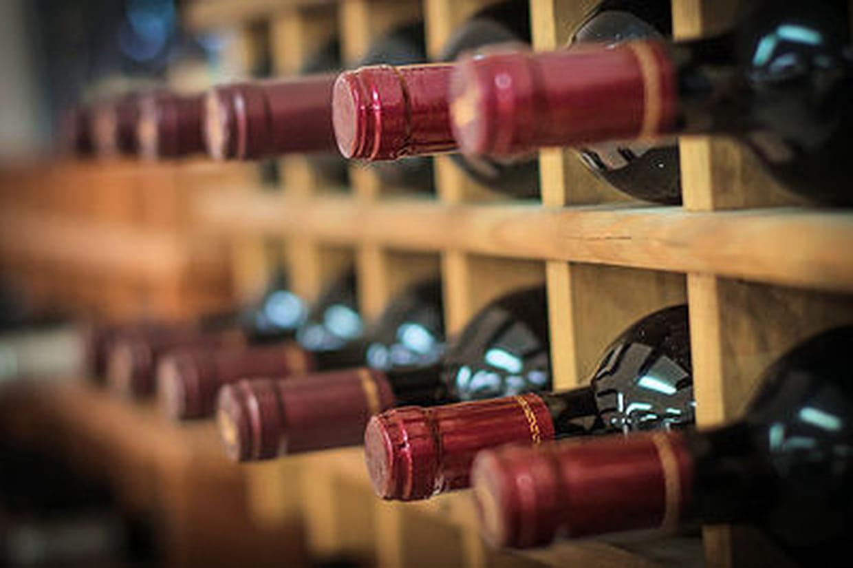 Comment Ranger Son Armoire À Vin comment se constituer une cave à vins : les conseils d'un expert