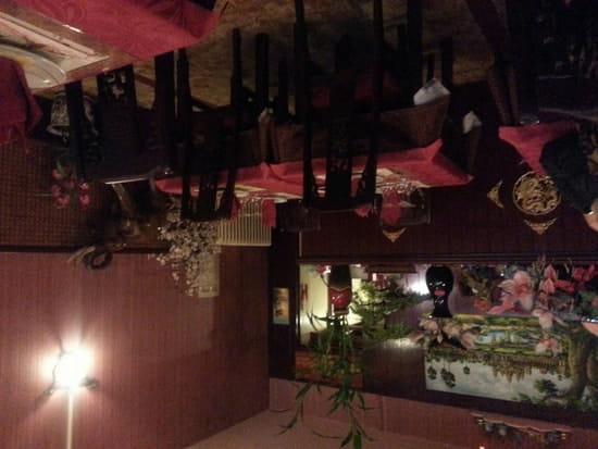 Restaurant : Angkor  - Kitch certes. Mais c'est cosy et sympa.  -