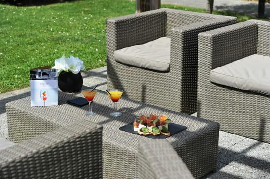 , Restaurant : Le Transat | Maurepas Saint Quentin  - Le salon extérieur -   © Le transat