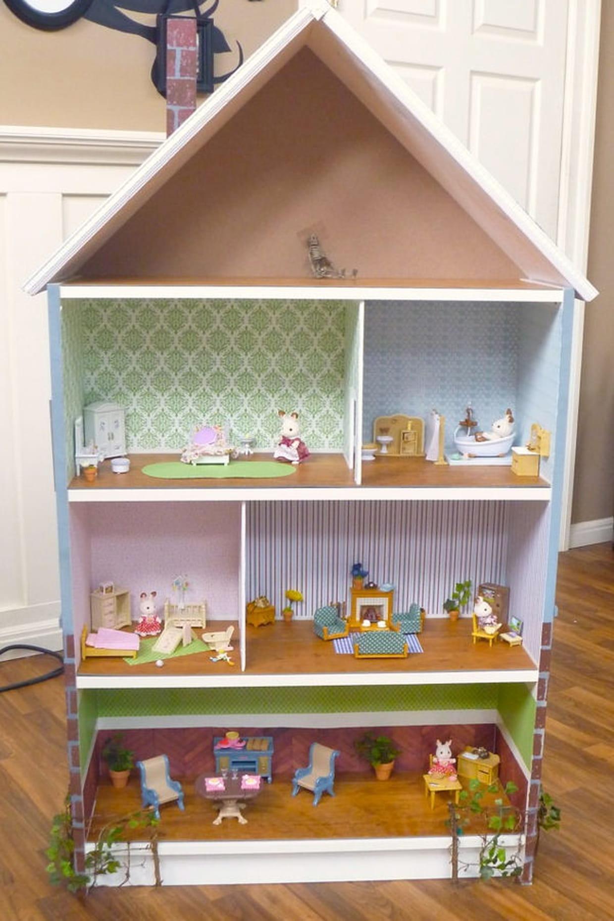 une maison de poup e. Black Bedroom Furniture Sets. Home Design Ideas
