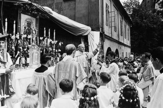 Très jeune évêque