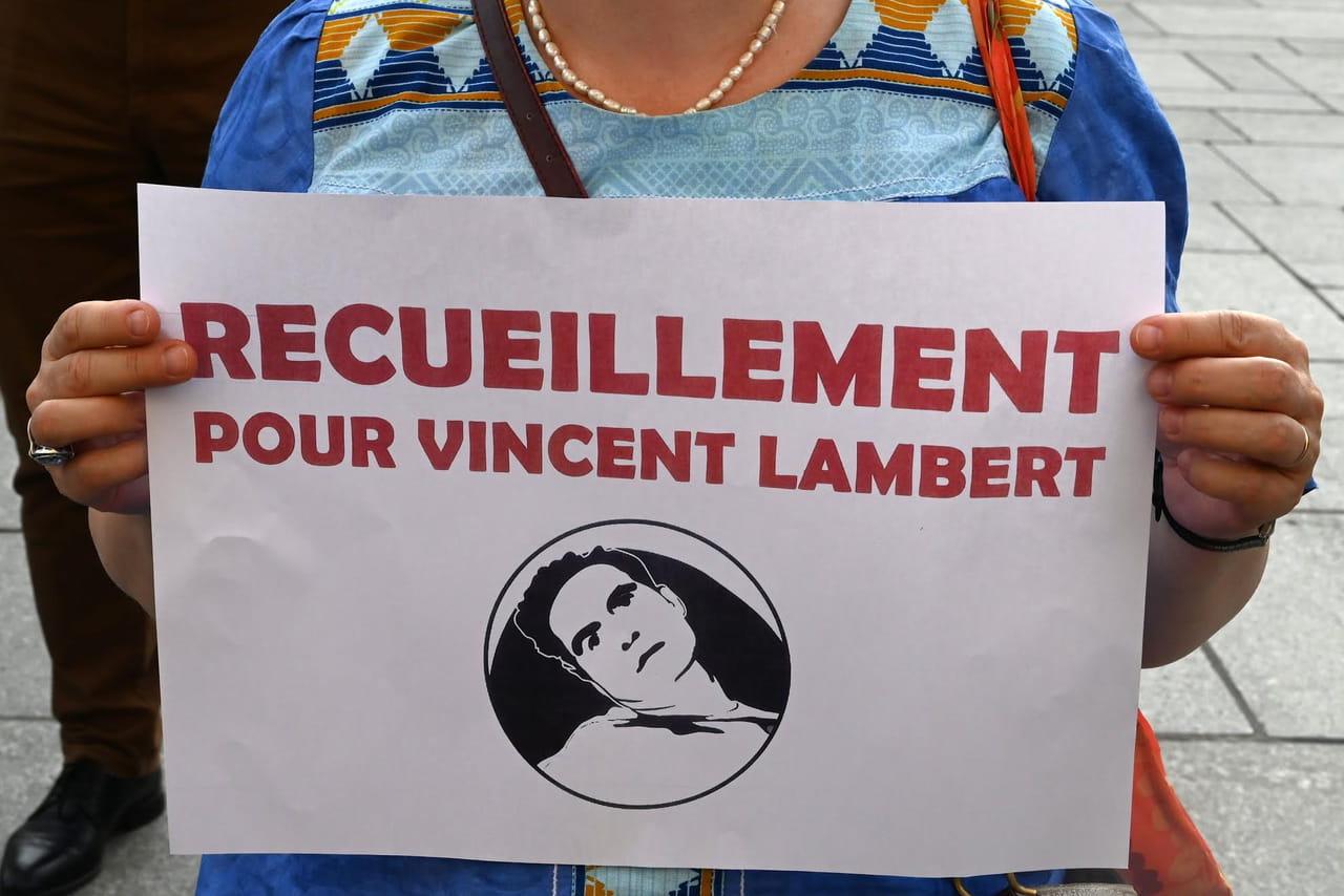 "DIRECT - Mort de Vincent Lambert: ""l'acharnement continue"", regrette sa femme"