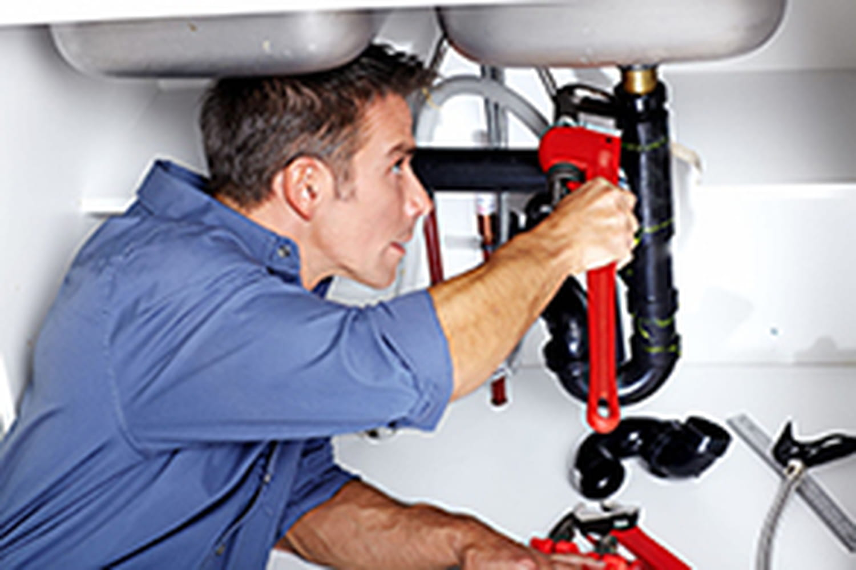 Les tarifs d'un plombier: combien coûte une intervention?