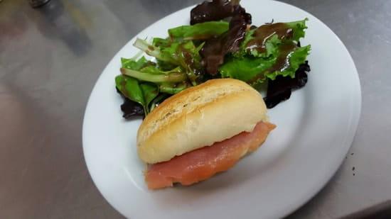 Entrée : Viana Sol  - Petit sandwich norvégien  -