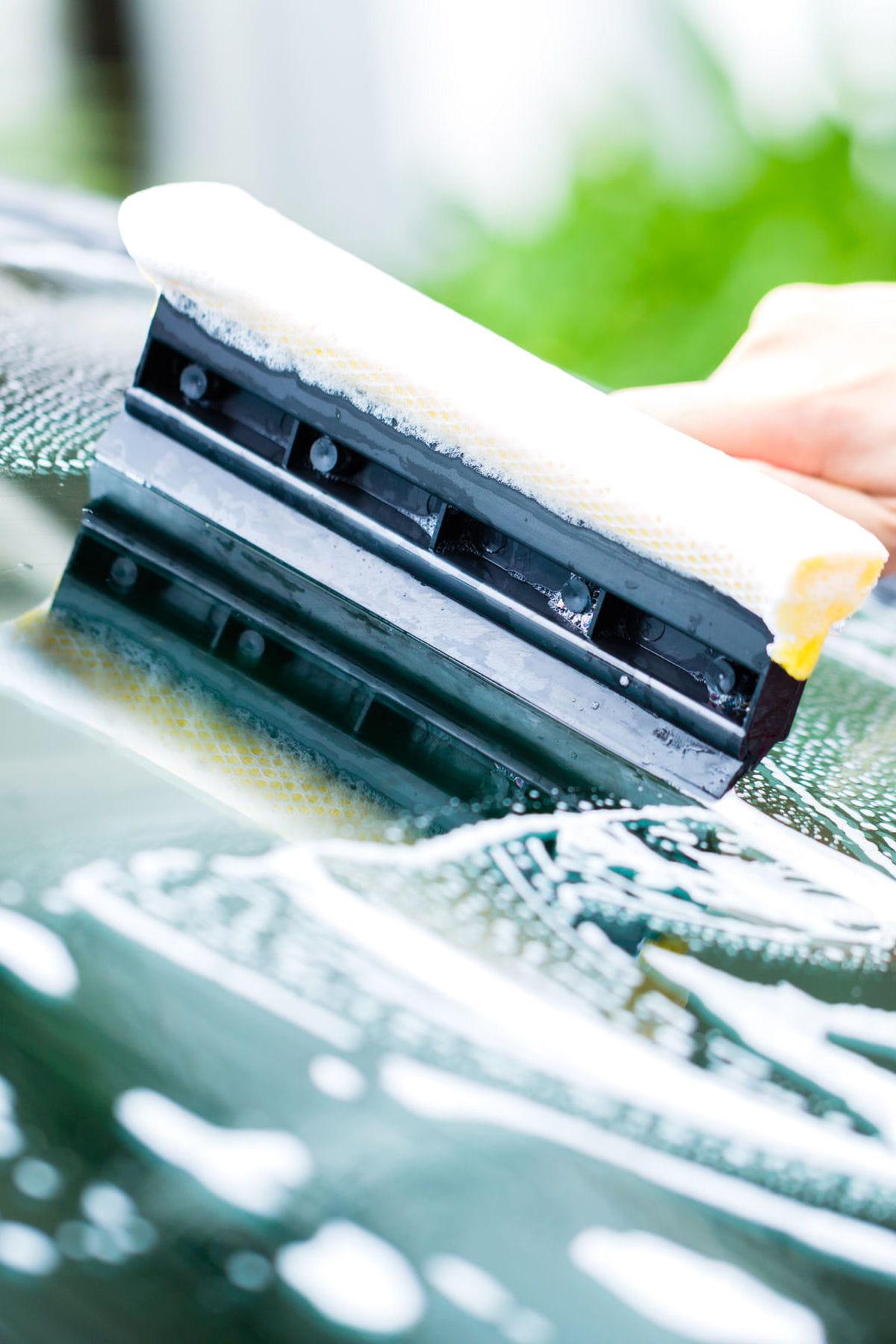 comment bien laver les vitres et le pare-brise de votre voiture ?