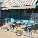 Restaurant : La Pierre Chaude  - la terrasse -   © ROSIERE Eric